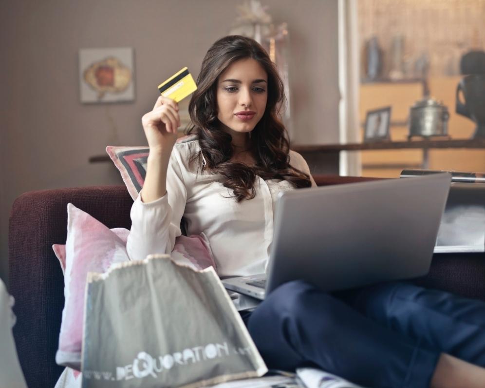Obliba plateb kartou roste i na venkově